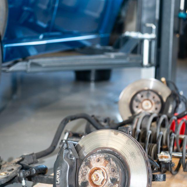 Die Bremsscheiben gehören auch zum Fahrwerk.