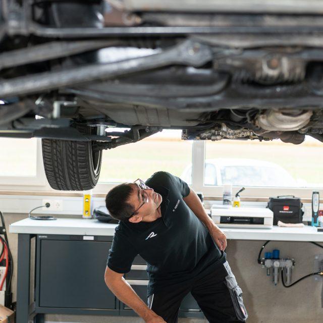 Bei einem Service prüfen wir Ihr Auto auf Herz & Nieren.